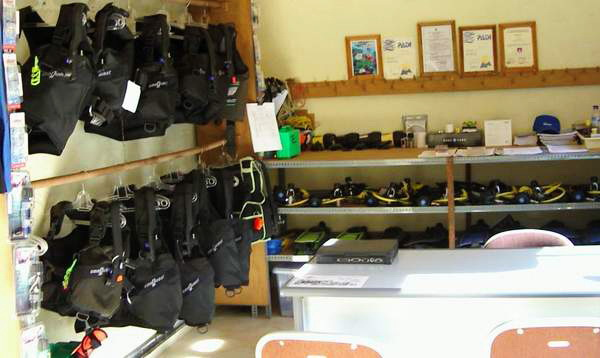 Amed Dive Center dive equipment