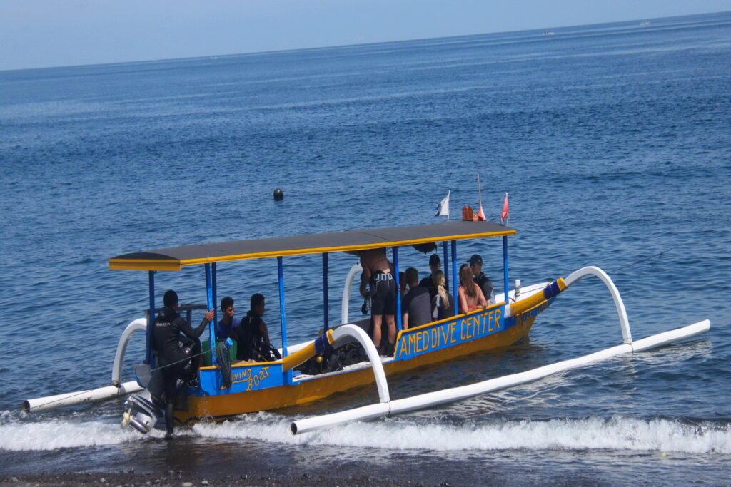 Hotel accommodation & dive package, dive boat Amed Dive Center