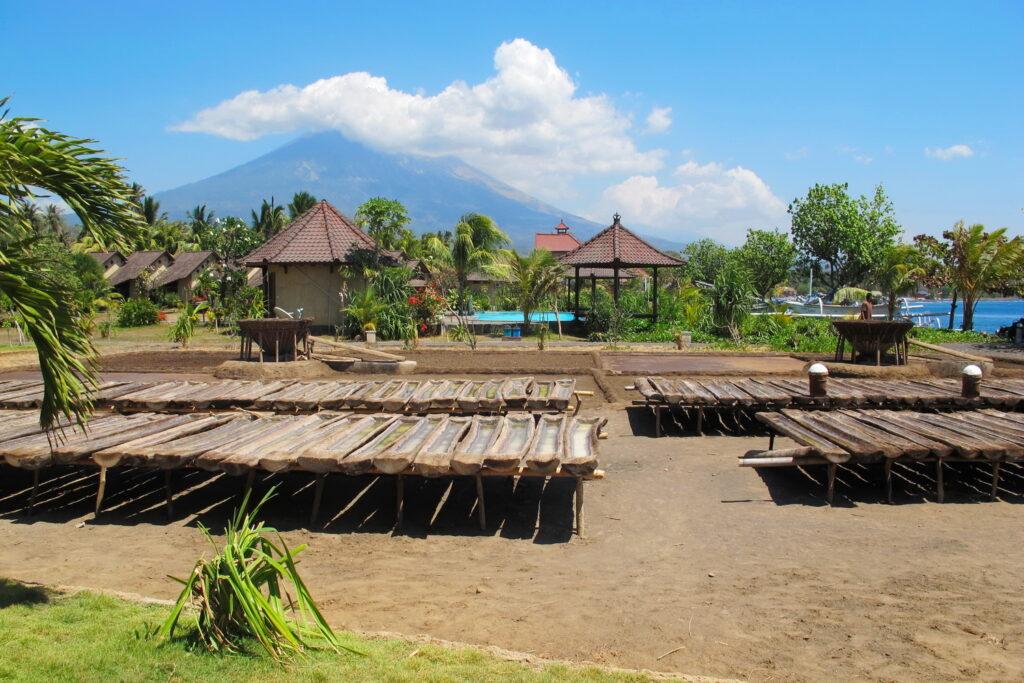 Le mont Agung et le sel traditionnel à l'hôtel Uyah Amed Bali