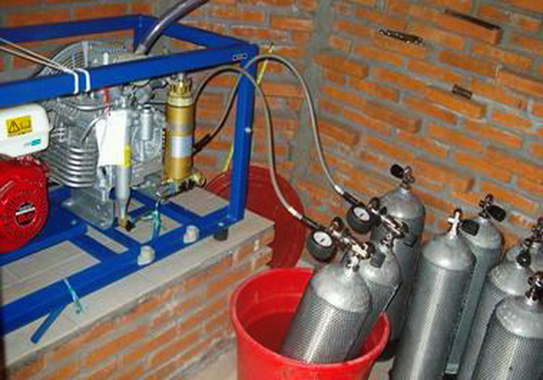 Tauchsicherheit und gute Tauchausrüstung - Bauer Mariner Kompressor zum Befüllen Ihrer und unserer Tauchflaschen