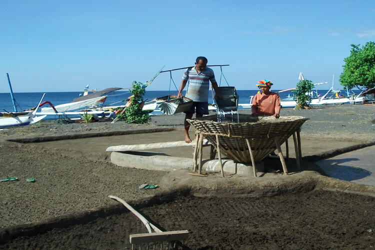 traditional salt panning in Hotel Uyah Amed Bali