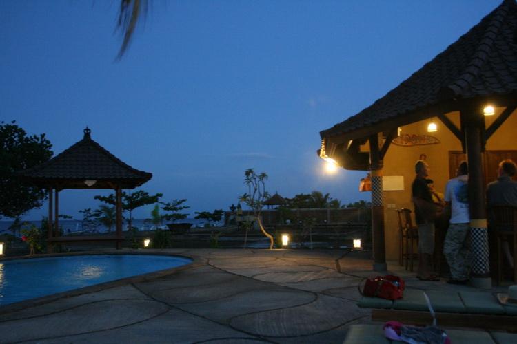 bar de la piscina en el Hotel Uyah Amed