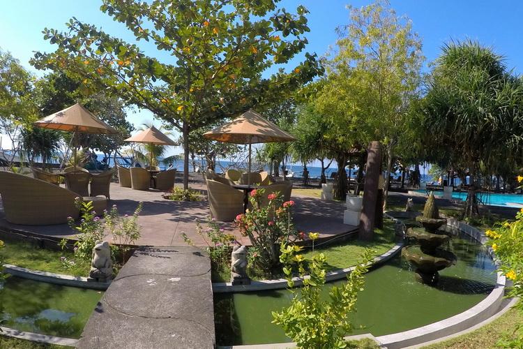 salon à la plage de l'hôtel Uyah Amed & Spa Resort